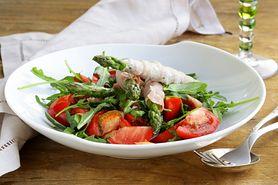 Wypróbuj przepis na sałatkę szparagową z bazylią