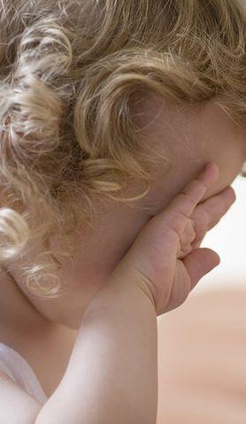Choroba powoduje, że dzieci marudzą. Zobacz, jak można im pomóc