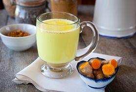 """""""Złote mleko"""" – tradycyjny hinduski napój rozgrzewający. Sprawdź, jak go zrobić"""
