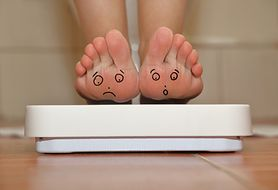 Czy tabletki hormonalne rzeczywiście przyczyniają się do wzrostu masy ciała?