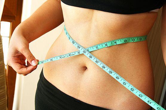 Masz kilka dodatkowych kilogramów, które pozostały po ciąży i chcesz się ich jak najszybciej pozbyć? Zobacz, jakich zasad odchudzania powinna przestrzegać karmiąca mama