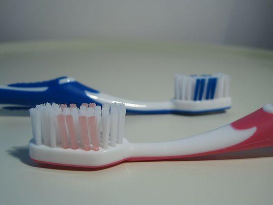 Jesteś pewna, że wiesz, w jaki sposób prawidłowo szczotkować zęby? Sprawdź i spraw, by twój uśmiech był naprawdę zniewalający