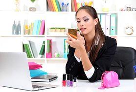 Do pracy preferowany jest delikatny makijaż - zobacz, jak go wykonać