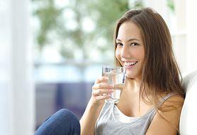 Picie dużych ilości wody to tylko jeden ze sposobów na pęcherz