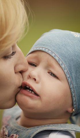 Nie pozwólcie całować swojego dziecka – apeluje zatroskana matka