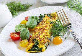 Nie masz pomysłu na śniadanie? Zrób prosty i zdrowy omlet ze szpinakiem