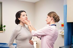 Problemy z tarczycą mogą powodować trudności w zajściu w ciążę. Zbadaj się!
