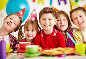 Zaplanuj idealne kinderparty i zaproś dzieci do kuchni - przepisy na pyszne dania