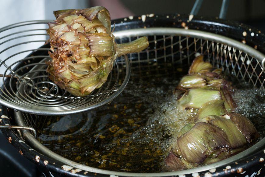 Zanurzanie warzyw w tłuszczu