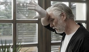 Mariusz Drężek w filmie walczy o przetrwanie na domowej kwarantannie