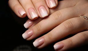 Naturalny odcień twojej skóry warto podkreślić manicure w odpowiednim kolorze