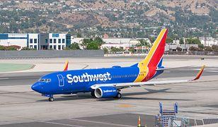 USA. Stewardesa obwinia linie lotnicze o śmierć jej męża, który zmarł w powodu COVID-19