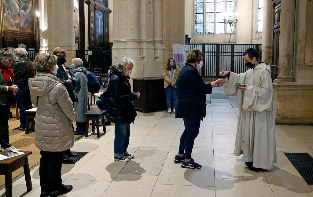 Restrykcje dotyczą również Kościoła