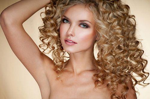 Trwała ondulacja - długotrwały efekt kręconych włosów
