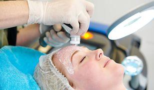 Koronawirus. Zabiegi kosmetyczne nie są zakazane, ale warto zachować szczególną ostrożność.