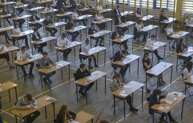 Absolwenci szkół zdający egzamin. / EastNews