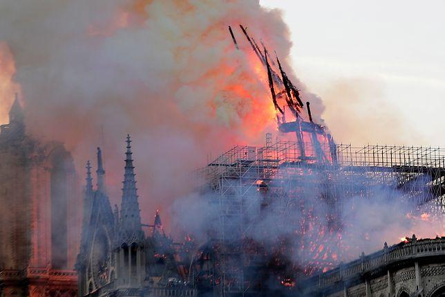 Paryż. Pożar katedry Notre-Dame
