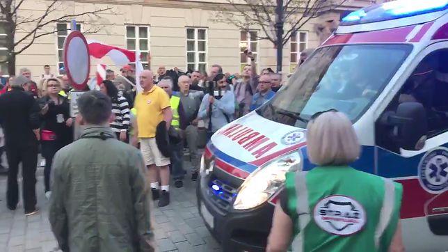 Karetka próbowała wjechać na Krakowskie Przedmieście