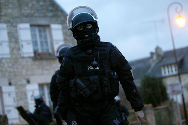 """Atak na redakcję """"Charlie Hebdo"""". Trwa obława na zamachowców"""
