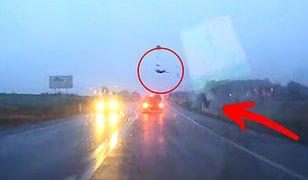 Wypadek na drodze między Jerzmanową i Smardzowem uchwyciła kamera samochodowa.