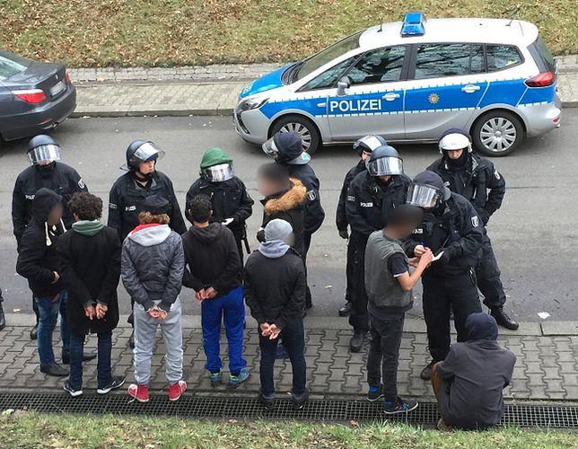 Policja legitymuje uczestników zajścia