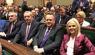 Jarosław Zieliński (drugi od prawej) w Sejmie