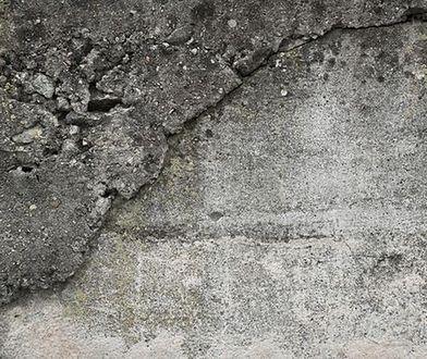 Na ścianach kamienicy pęknięcia, ewakuacja mieszkańców. Nie wiadomo, kiedy wrócą do swoich domów