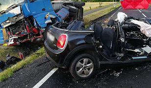 Śmiertelny wypadek na drodze pod Malborkiem. Nie żyje kierowca mini