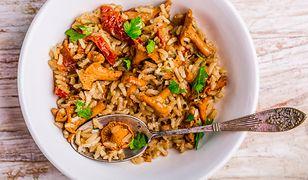 Risotto z kurkami i suszonymi pomidorami. Idealne danie na romantyczną kolację
