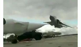 Bombowiec przeleciał tuż nad ziemią