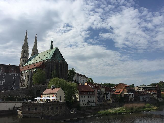 Polskie restauracje w Niemczech i Polsce, które dzieli tylko rzeka. Sprawdzamy, która jest tańsza