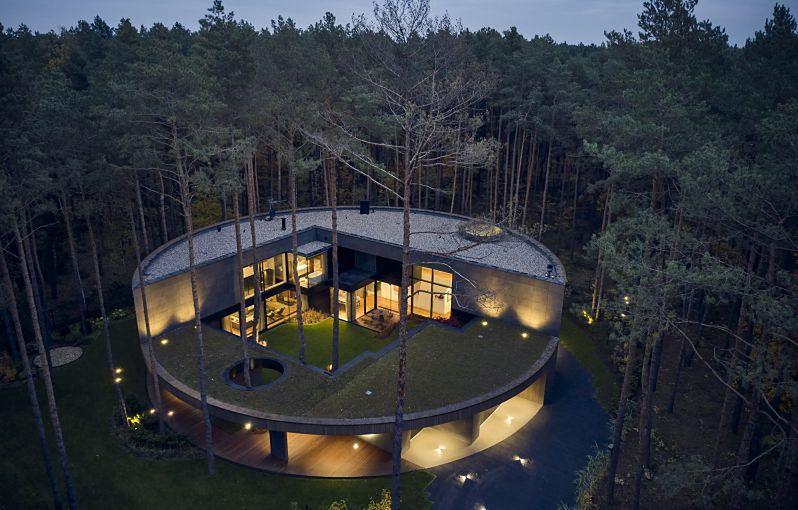 Puszcza Kampinoska. Wyjątkowy dom w lesie (Przemek Olczyk Mobius Architekci)