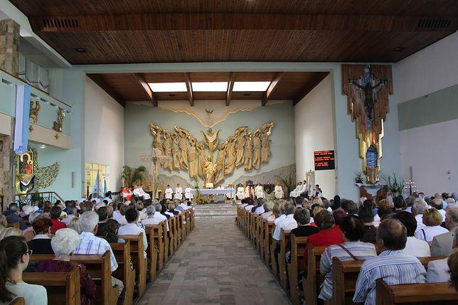 Foto: Msza Święta w parafii Królowej Apostołów