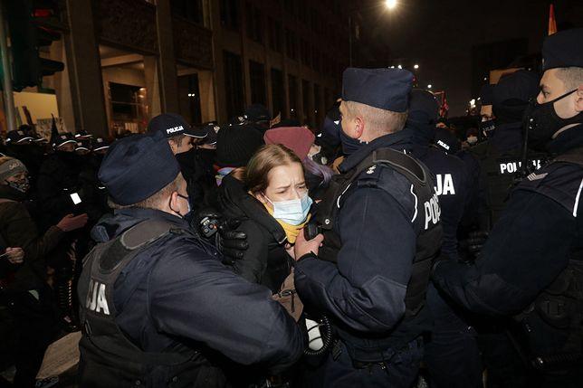 Do pierwszych starć z policją doszło pod Sejmem
