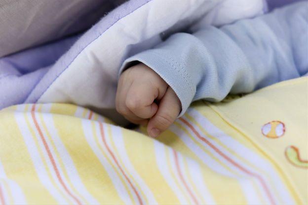 Nikt nie zajął się chorobą niemowlęcia. Nowe fakty ws. śmierci dziecka w Kamiennej Górze