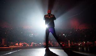 Giuliano Sangiorgi podczas koncertu - zdjęcie ilustracyjne