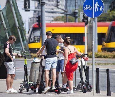 Hulajnogi. Gdzie można jeździć? Najbardziej popularne miejsca w polskich miastach