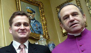 Mariusz Olchowik i prałat Jankowski na plebanii św. Brygidy