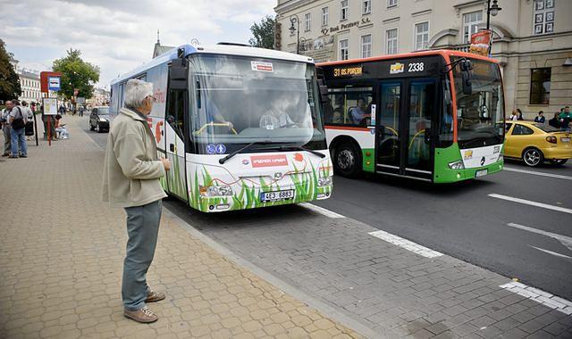 Ustąp autobusowi albo czekaj na karę