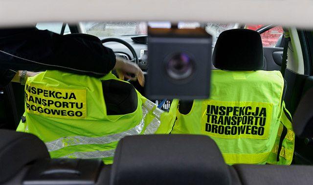 Kontrolerzy transportu drogowego oskarżeni o informowanie o kontrolach