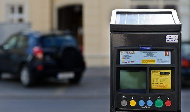 Coraz więcej parkomatów w małych miastach