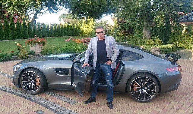 Detektyw Rutkowski i jego nowy samochód
