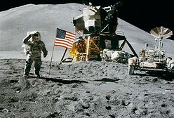 SpaceX dostało 2,9 miliarda by wylądować na Księżycu, Bezos protestuje