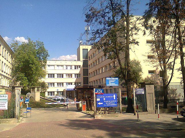 Dyrekcja szpitala uważa, że pracownicy próbują wywierać na nią nacisk