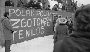 14 grudnia 1981 r. w Stoczni Szczecińskiej, msza św. z okazji rocznicy wydarzeń grudniowych z 1970 r.