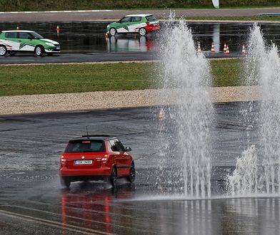 Praktyczny kurs ma uświadomić młodym kierowcom, jak niewiele jeszcze potrafią