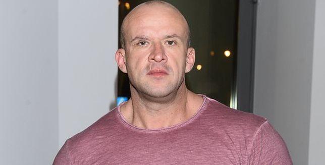 Tomasz Oświeciński: nie mieszczę się w fotelu samolotu