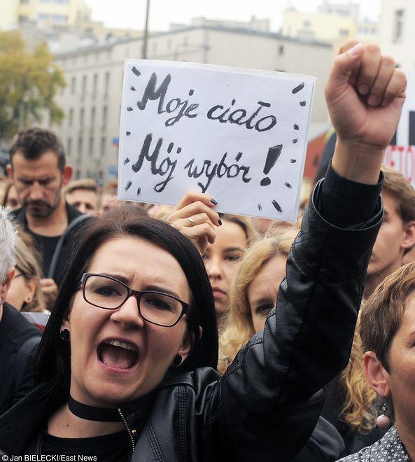 Kobiety chcą zebrać 60 tys. na strajk. Mają już prawie całość
