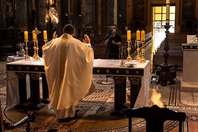 Apostazja w Polsce. Kościół rusza z badaniami