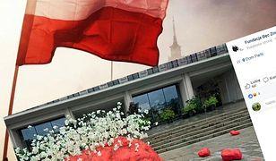 """""""Mózg"""" z kwiatami w centrum miasta. """"Symbolizuje ruiny Powstańczej Warszawy"""""""